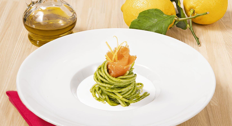 Spaghetti al pesto di rucola con salmone e panna senza lattosio - Parmalat