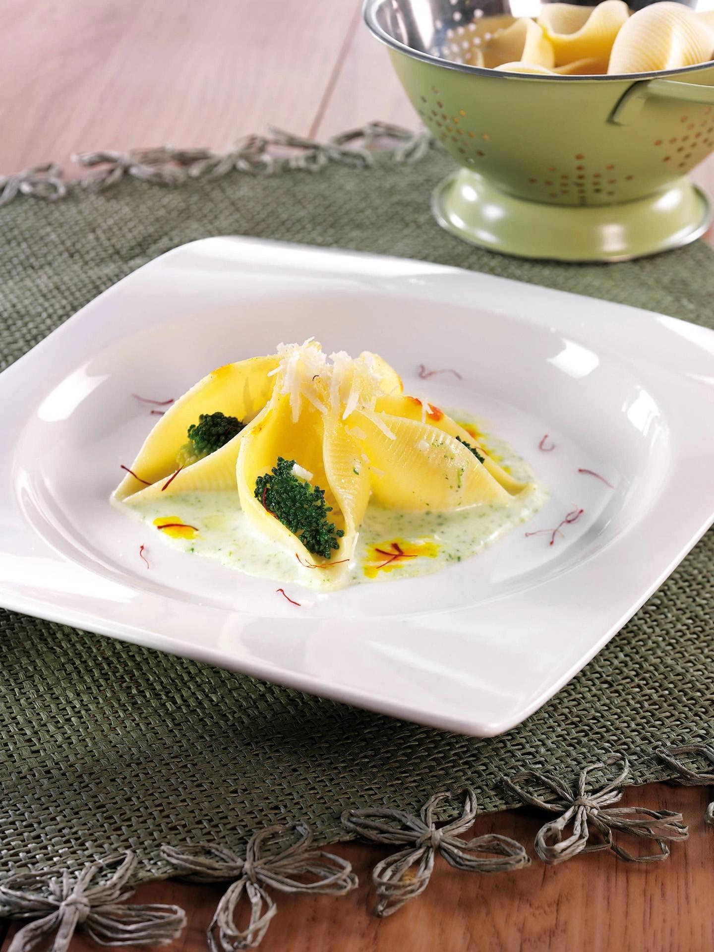 Conchiglioni con zafferano, besciamella e broccoli - Parmalat