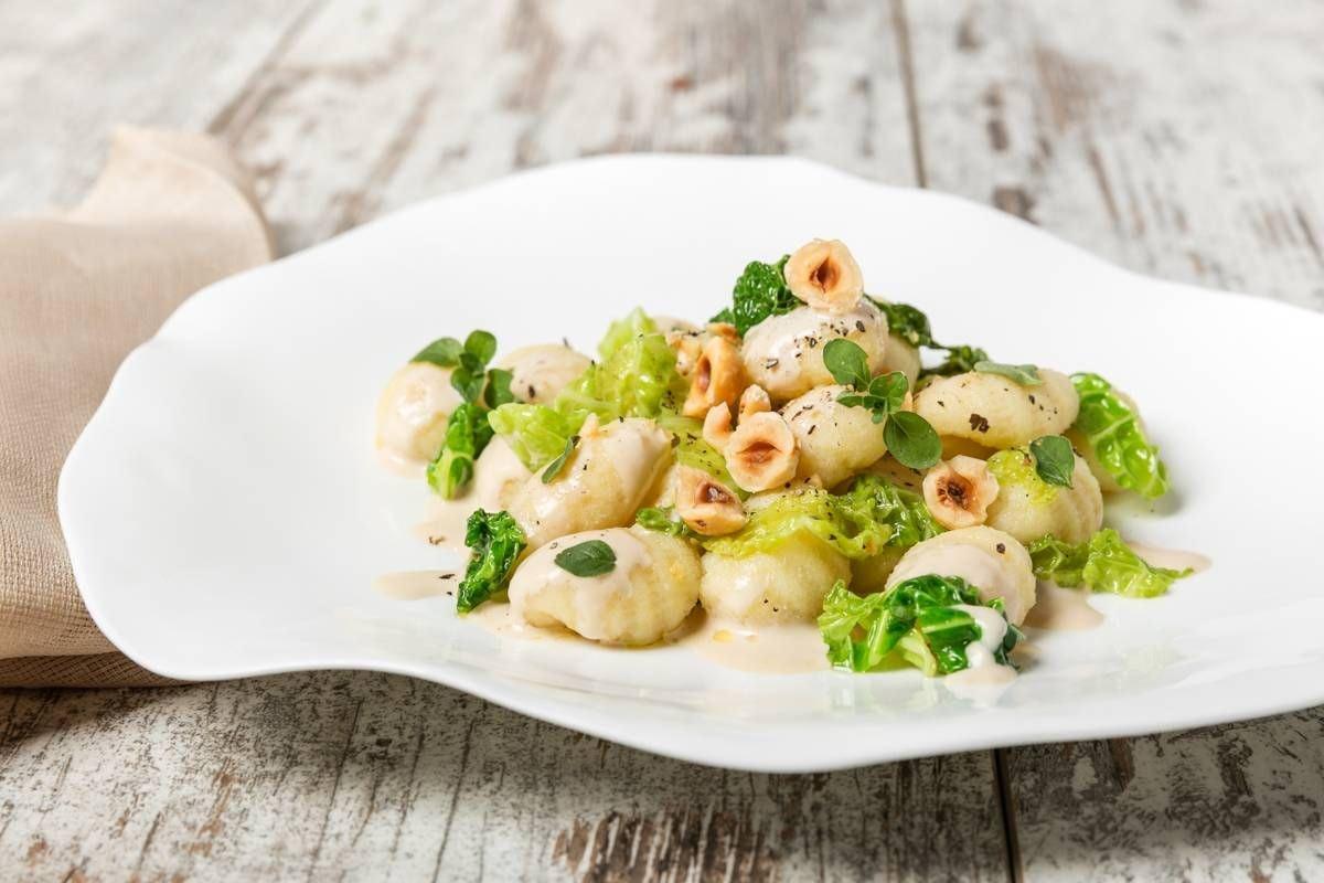 Gnocchi con panna ai funghi, verza, nocciole tostate e maggiorana - Parmalat
