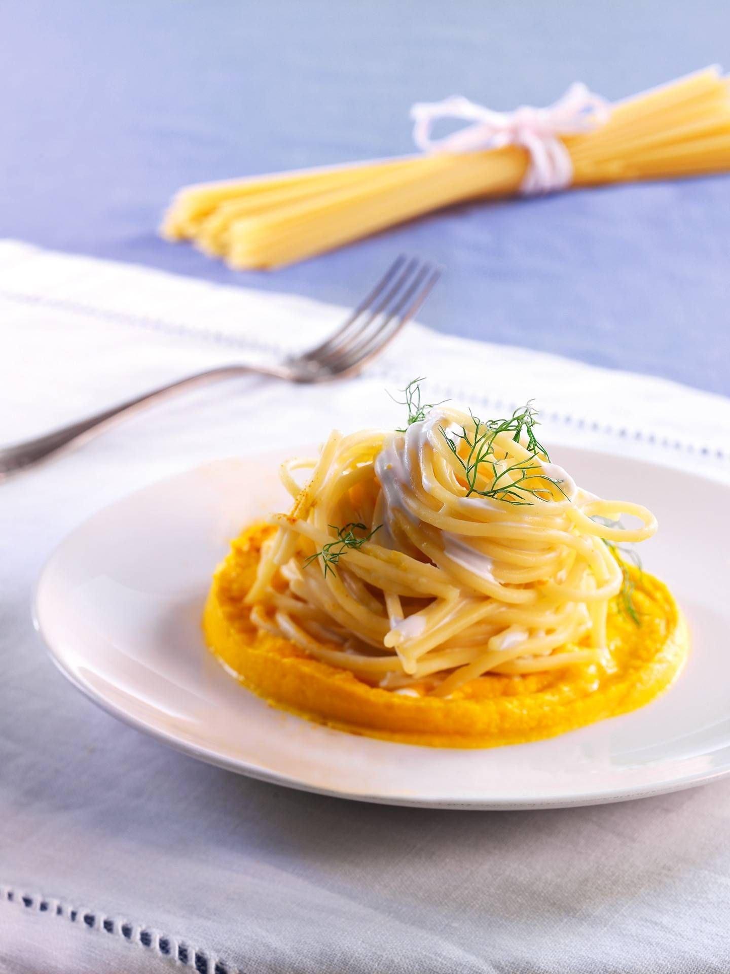 Spaghetti con panna, vellutata di carote e curcuma - Parmalat