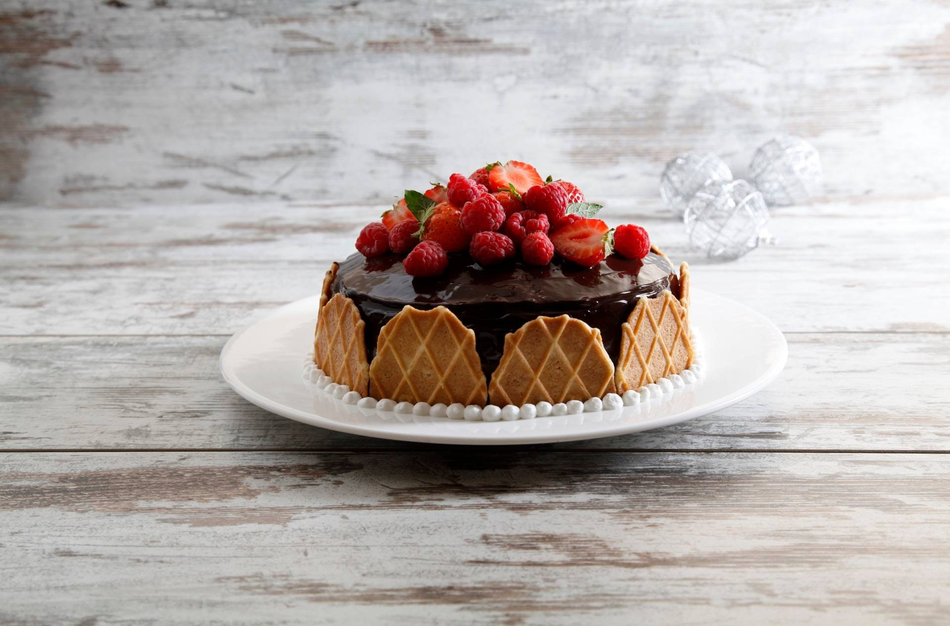 Sponge cake con panna, crema al cioccolato e frutti rossi - Parmalat