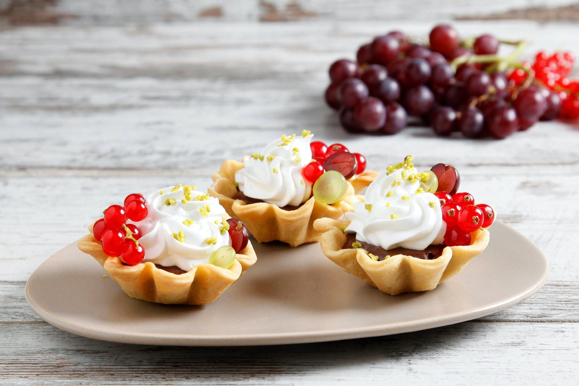 Tartellette con mousse al cioccolato e fruttini - Parmalat