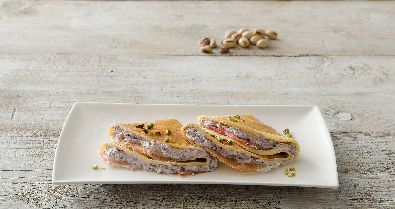 Crepes ricotta e radicchio con prosciutto crudo e pistacchi - Parmalat