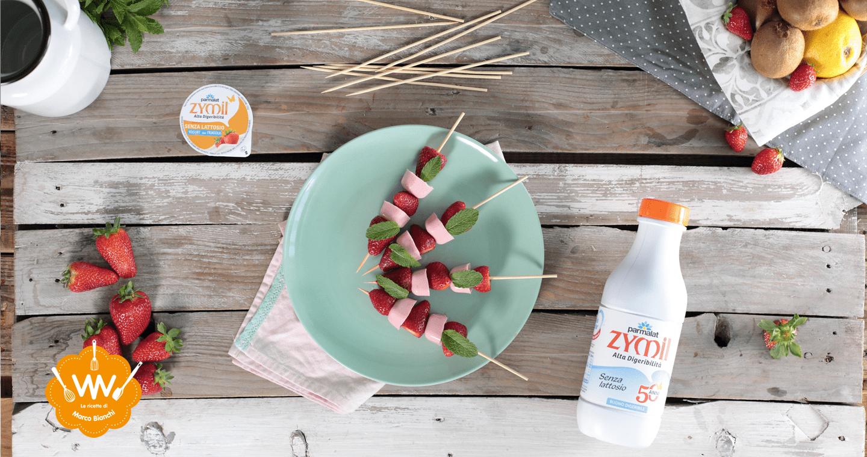 Spiedini di fragole con cubetti di yogurt - Parmalat