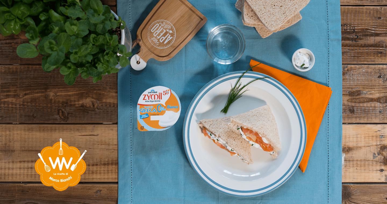 Tramezzino con salmone affumicato e salsa allo yogurt greco ed erba cipollina - Parmalat