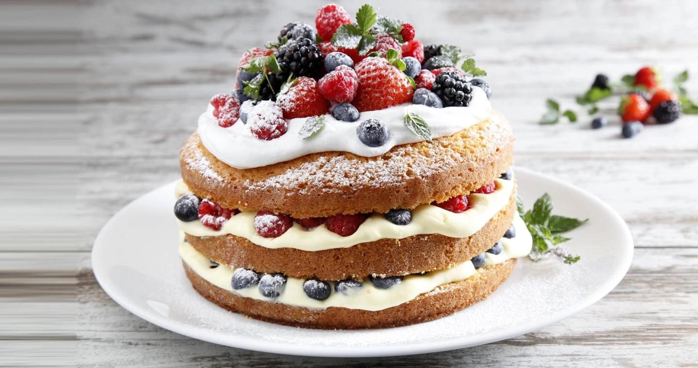Torta con crema chantilly, panna montata e frutti di bosco - Parmalat